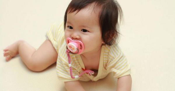 破除吃奶嘴嘴巴翘迷思,安抚宝宝情绪才重要 E